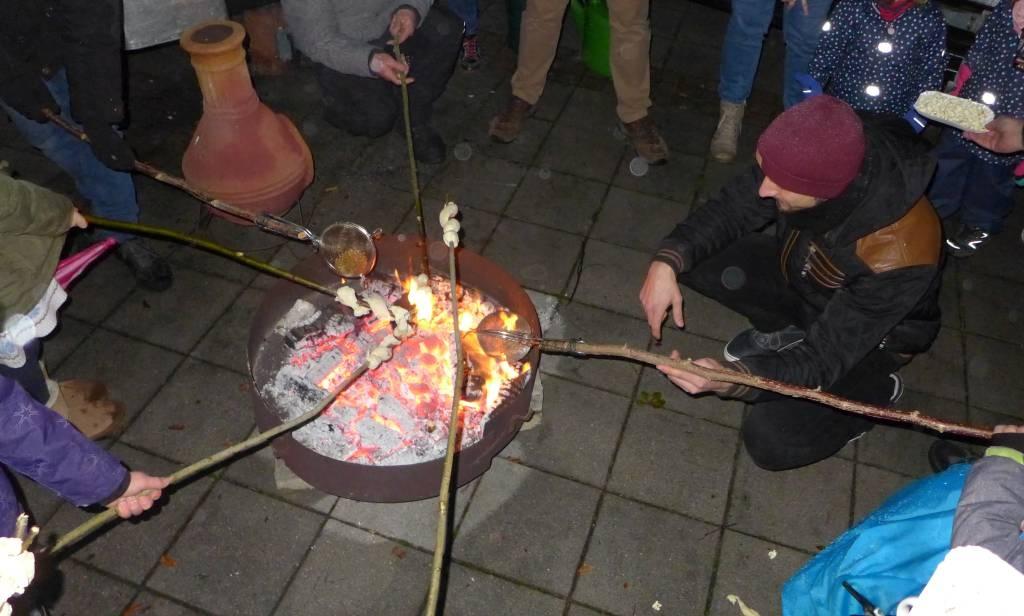 Lagerfeuer - mit Popcorn, Wienerle und Stockbrot