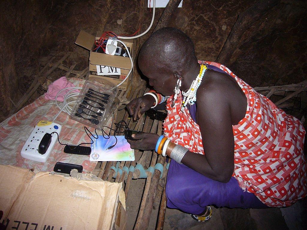 Hilfe zur Selbsthilfe: Handy-Ladezentrum