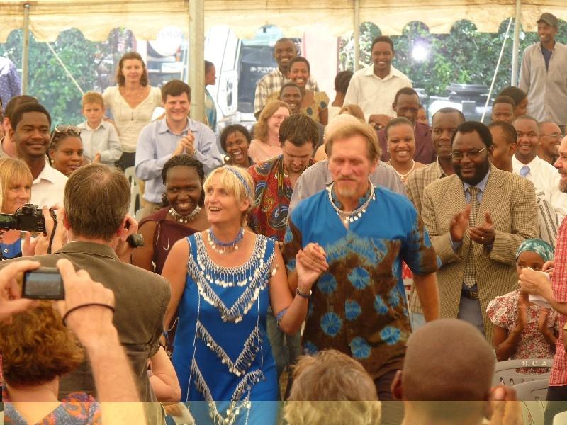 Mama Massai heiratet